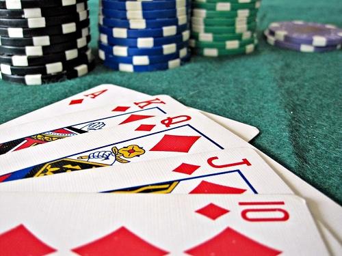 stół do gry w pokera